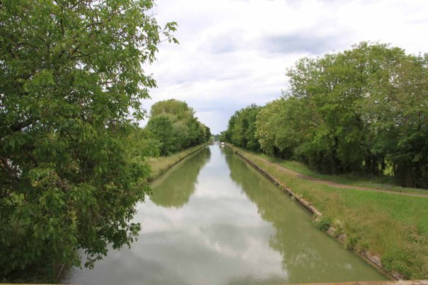 Feeder canal to Lateral canal of the Loire.