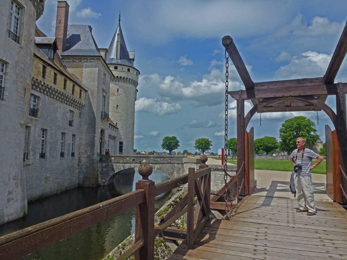 Sully sur loire travels with mavis for Camping jardin de sully saint pere sur loire 45