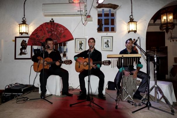 Singers at La Herradura